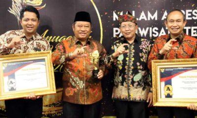 PENGHARGAAN - Kemenpan RB memberi penghargaan kepada Dinas Penanaman Modal Pelayanan Terpadu Satu Pintu (DPMPTSP) dan RSUD Sidoarjo menjadi role model pelayanan publik nasional di Jakarta, Jumat (22/11/2019)