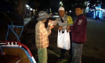 Komunitas Polri Pecinta Masjid, Berkeliling Bagikan Makanan Warga Kurang Mampu