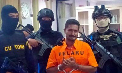 DIAMANKAN - Tersangka penyelundupan sabu-sabu seberat 1,3 kilogram diamankan petugas Bea Cukai Juanda bersama barang buktinya, Senin (18/11/2019)