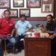 Pengurus 7 LSM (Seven Gab ) Sidoarjo menggelar rapat di sekertariat kawasan GOR Gelora Delta Sidoarjo sebelum berkirim surat ke Dirut RSUD menanyakan surat keterangan sehat salah satu anggota DPRD terpilih. (sul)