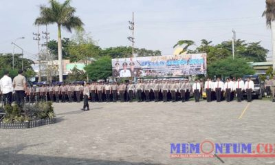 Suasana apel gelar pasukan ops lilin semeru 2019 di Halaman Mapolres Sampang. (zyn)