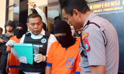 Wakapolres Probolinggo Kota saat merilis tersangka pengedar pil trihexipnidyl (Pix)