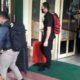ANGKUT - Tim penyidik KPK mengangkut 2 koper, 2 kardus dan 1 bok data dari Dinas Pekerjaan Umum Bina Marga dan Sumber Daya Air (PU BM dan SDA) Pemkab Sidoarjo, Jumat (10/1/2020)