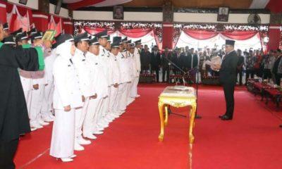 Sejumlah 38 Kades terpilih saat mengambil sumpah jabatan pada pelantikan kepala desa di Pendopo Trunojoyo Sampang. (ist)
