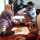 Para difabel sedang melakukan tes wawancara penerimaan beasiswa Pemkab Jember. (gik)
