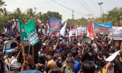 Ratusan buruh saat menggelar aksi damai. (ist)