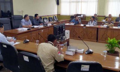 NGADUH - Puluhan perwakilan warga RT 28, RW 06, Perum Pucang Indah, Kelurahan Pucang, Kecamatan Sidoarjo mengaduh ke Komisi A DPRD Sidoarjo soal tower di lingkungan perumahan mereka, Selasa (11/2/2020) kemarin