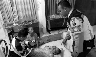 Kapolsekta Klojen Kompol Budi Harianto saat berada di lokasi berusaha menyelamatkan korban untuk dibawa ke rumah sakit. (ist)