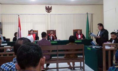 PEMBELAAN - Terdakwa kasus dugaan penyerobotan lahan Henry J Gunawan saat menyampaikan pembelaan di Pengadilan Negeri Sidoarjo, Senin (24/02/2020)
