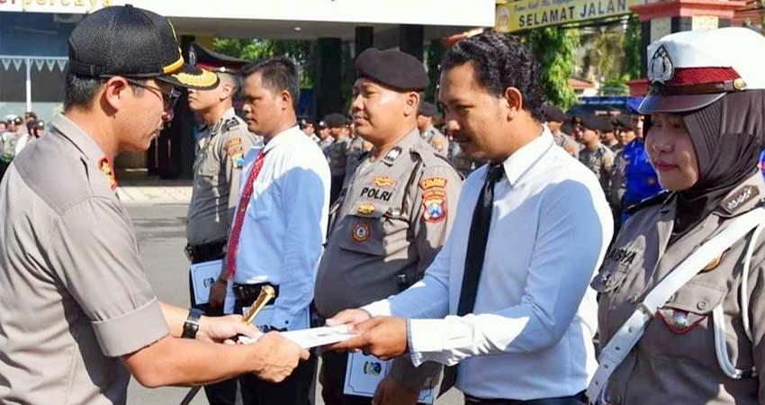 Kapolres Lamongan Pimpin Upacara Pemberian Reward bagi Anggota Berprestasi