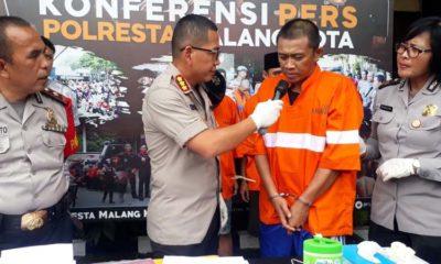 Tersangka Fajar saat dirilis di Mapolresta Malang Kota. (gie)