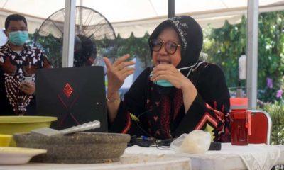 Wali Kota Risma Pimpin Rapat Teleconference Bahas Kondisi Perekonomian Surabaya di Tengah Covid-19