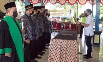 Prosesi pengambilan sumpah kepada 5 anggota BPD Jemirahan oleh Camat Jabon, M. Aziz Muslim (gus)
