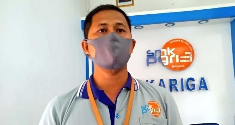 Adhy Ariyanto ST MT, menjawab pertanyaan awak media. (Adn)