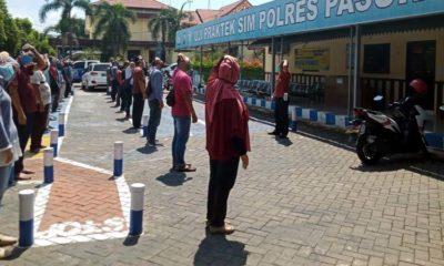 Masa Pandemi Corona, Pemohon SIM Diajak Senam Bersama di Pasuruan