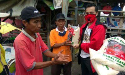 "PDI-Perjuangan Jember Bagikan Sembako kepada ""Wong Cilik"" Terdampak Covid-19"