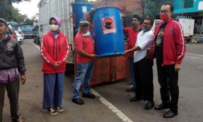 PDIP Kabupaten Malang Pasang Wastafel Portabel di Pasar Tradisional