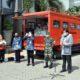 Bersama Forkopimda, Bupati Gresik, Sambari saat peluncuran bantuan paket sembako untuk masyarakat korban terdampak pandemi COVID-19 yang berlangsung di Halaman Kanttor Bupati Gresik, Selasa (7/4/2020)