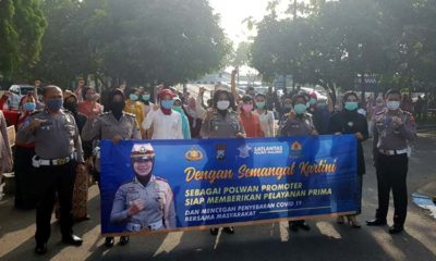 Peringati Hari Kartini, Polwan Satpas Polres Malang Kenakan Kebaya, Layani Pemohon SIM