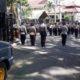 Petugas kepolisian berjaga di lokasi menunggu pengunjuk rasa yang tak pernah datang. (gie)