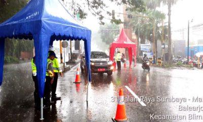 Hujan Deras, Penjagaan Pos Check Point Batas Kota Malang Tetap Ketat
