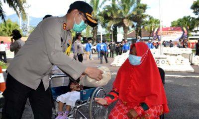 Kapolres Batu Serahkan 2500 Paket Sembako dari Polri, Wujud Kepedulian Terdampak Covid-19