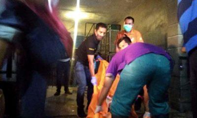 Petugas evakuasi Korban. (tog)