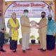 Bupati Mojokerto Serahkan Bantuan APD dan Logistik ke 3 Kampung Tangguh di Pacet