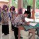 Camat Krian, Agus Maulidy menyaksikan penandatanganan SK Anggota BPD Terungwetan. (par)