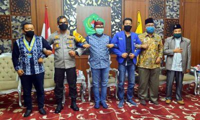 Bupati Pamekasan, PMII Jatim, IKA PMII Pamekasan dan Kapolres bergandengan tangan di Mandhapa Agung Ronggosukowati, Sabtu (27/6/2020)