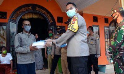 Kapolres bersama Dandim Situbondo Patroli, Serahkan Bantuan ke Warga Isolasi Mandiri di Panarukan