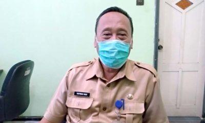 Kepala Dispendukcapil Kabupaten Situbondo, Drs H Sofwan Hadi M Si saat dikonfirmasi wartawan Memontum.com di kantornya. (im)