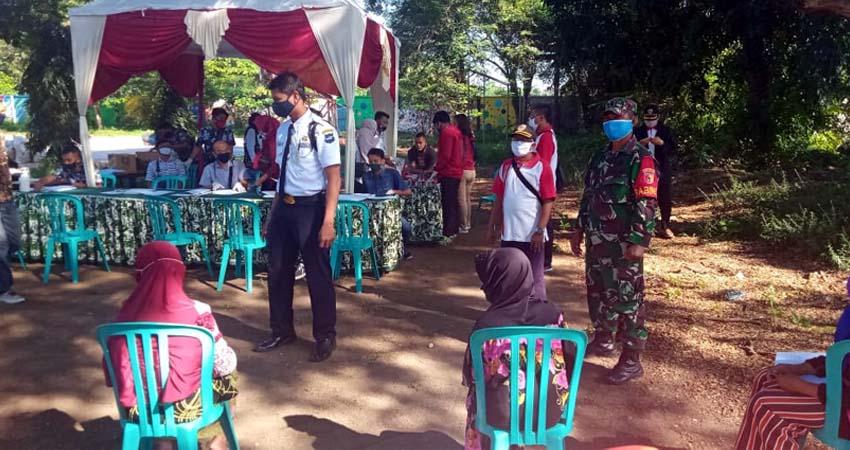 Pembagian BPNT di Balung. (Kodim for memontum.com)
