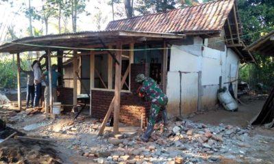 Bangun Rumah Tak Layak Huni, Serda Nanang; Ini Bentuk Pengabdian TNI