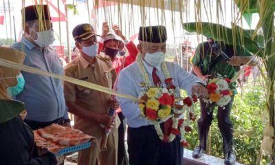 Bupati Sanusi saat meresmikan Pondok Rembuk Tani Sri Mulyo di Kampung Tangguh Desa Ngenep Kecamatan Karangploso Kabupaten Malang