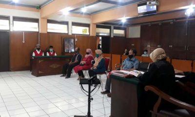 Tampak Terdakwa Nafian dan Sunarko serta para saksi dari ahli waris Darip. (gie)