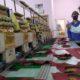 KUNJUNGI - Bacabup Sidoarjo, Bambang Haryo Soekartono (BHS) mengunjungi sejumlah UMKM kerajinan topi, tas, bordir dan kantong di Desa Punggul, Kecamatan Gedangan, Sidoarjo sekaligus mendengarkan keluhan para pemilik industri mikro itu, Rabu (01/07/2020)