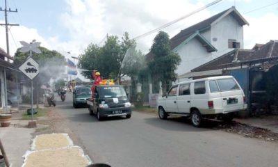 Penyemprotan Disinfektan yang dilakukan di Desa Jatirejoyoso, Kecamatan Kepanjen Kabupaten Malang.(kik)