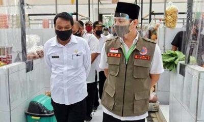 Bupati Nur Arifin saat meninjau pasar Karangan yang mulai dibuka di Era New Normal. (ist)
