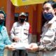 Kegiatan Camat Sukun saat membagikan masker pada masyarakat. (memo x/cw1)