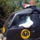EVAKUASI : Petugas Inafis Polres Batu mengevakuasi mayat tanpa identitas ke RS Hasta Brata Batu. (memo x/lih)