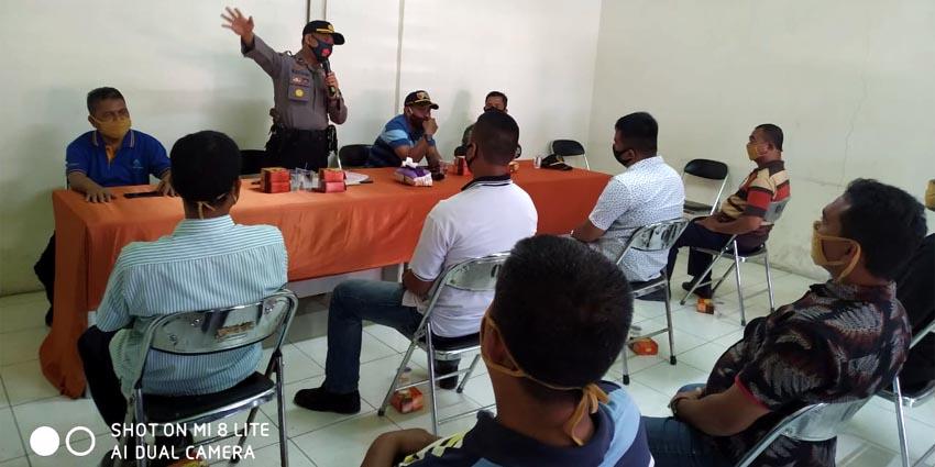 "Kampanye gerakan ""Jatim Bermasker"" di Pasar pasar tradisional juga di Kampung Tempe, Kelurahan Sumber Taman Kecamatan Wonoasih Kota Probolinggo, Minggu (9/8/2020)"