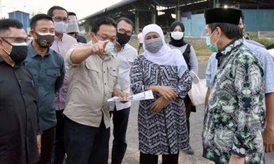 JALAN TEMBUS - Gubernur Jatim Khofifah Indar Parawansa membeberkan rencana pembangunan dua jalur menuju Puspa Agro, Desa Jemundo, Kecamatan Taman, Sidoarjo, Minggu (03/08/2020) sore