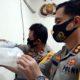 BARANG BUKTI : Kapolres Trenggalek tunjukkan barang bukti puluhan ribu baby lobster yang gagal diselundupkan