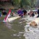 Lomba berenang di atas gedebok (batang pisang, red) di Sungai Bedadung