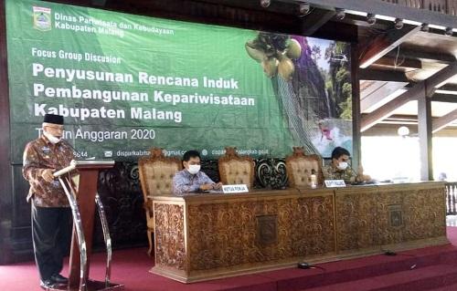 MOTIVASI: Bupati Malang saat memberikan motivasi dalam pembahasan rencana induk kepariwisataan.