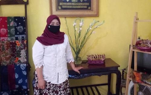 Nena Bachtiar saat ditemui di rumahnya.