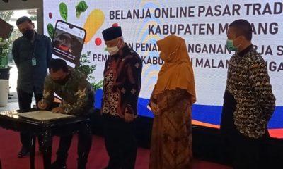 RESMIKAN: Bupati Malang saat meresmikan Pasar Online.