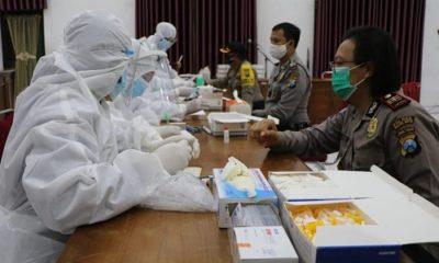 Proses pelaksanaan rapid tes di Polresta Kediri.