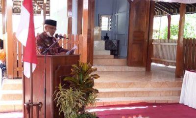 SAMBUTAN : Bupati Malang saat memberikan sambutan dalam peresmian pemugaran makam.